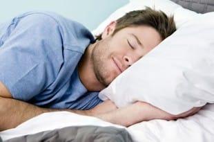 Más saludable, dormir ocho horas en dos sesiones de cuatro
