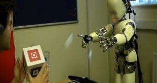 El robot que aprende a hablar como un bebé