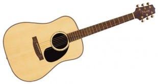 Tocando la guitarra con los pies