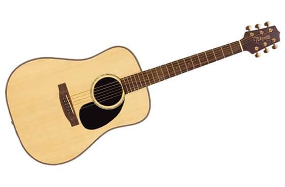 Tocando la guitarra con los píes