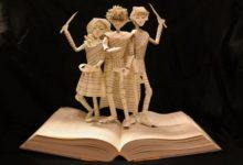 Photo of Esculturas de papel de libros de cuentos