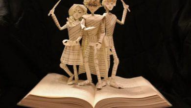 Esculturas de papel de libros de cuentos