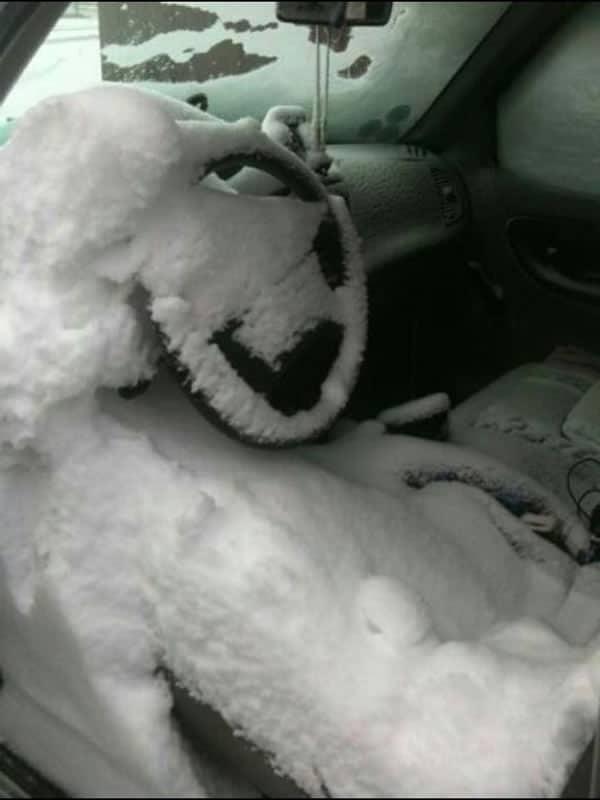 Nieve en el interior del coche