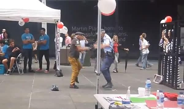 Photo of Espectacular baile entre un madurito y una policía