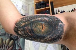 Tatuaje del ojo de un cocodrilo