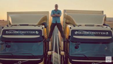 Photo of Vam Damme, demostración de estabilidad sobre dos camiones Volvo