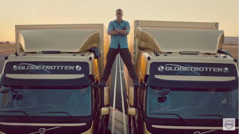 Vam Damme, demostración de estabilidad sobre dos camiones Volvo