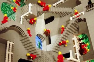 La obra de Escher en piezas de Lego
