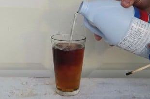 El sinsentido de mezclar Coca Cola con lejía