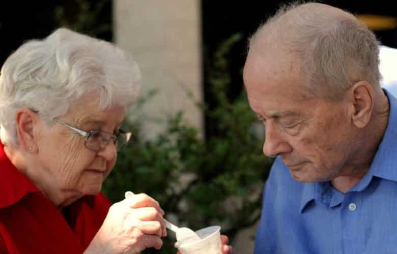 Personas con demencia senil podrán quedarse solas en casa y ser controlados a distancia