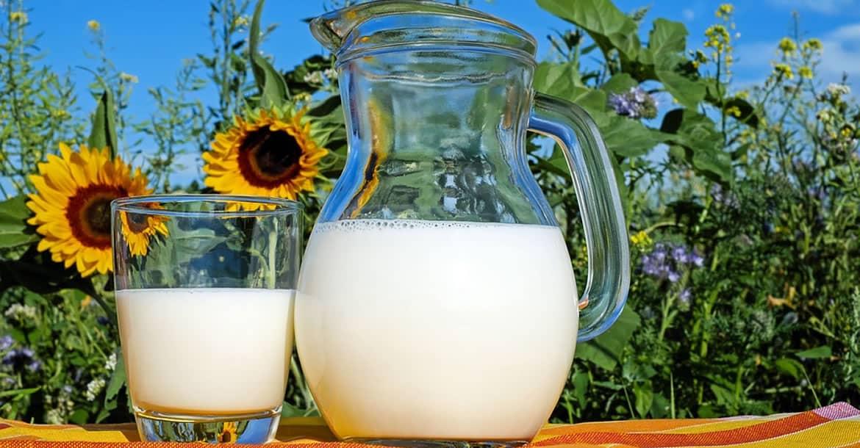 ¿Por qué la leche se derrama cuando hierve y el agua no?
