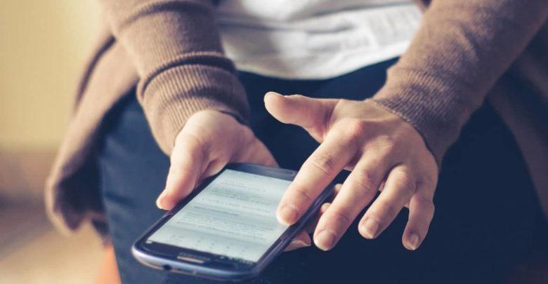 Los alumnos franceses menores de 15 años no podrán usar los móviles en el centro educativo