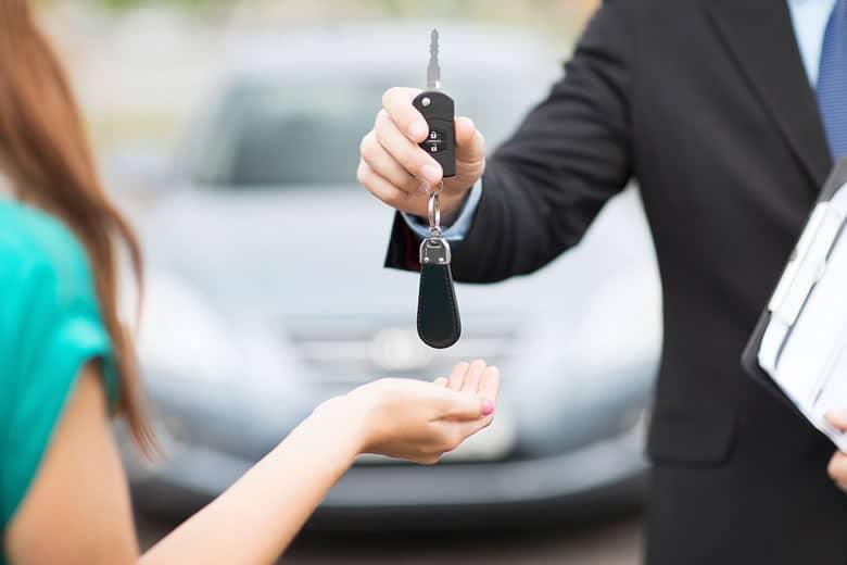 Te damos 3 consejos para que consigas hacerte con el alquiler de coche más económico