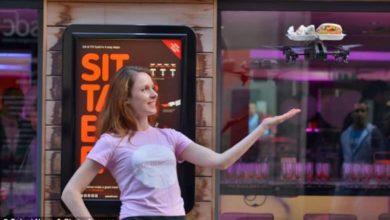 Drones sirviendo las mesas en un restaurante
