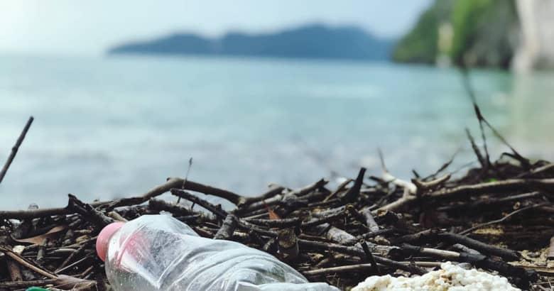Los microplásticos están dañando el agua potable