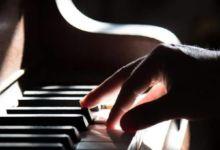 Busca música cantando o tarareando