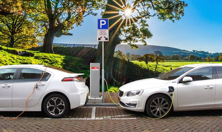 Photo of ¿Vas a cambiar de coche? Descubre las ventajas de comprar un modelo eléctrico