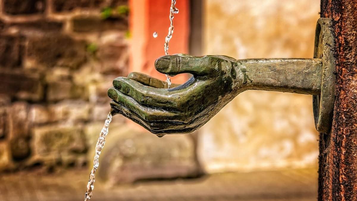 El agua, un compuesto esencial para la vida en la Tierra