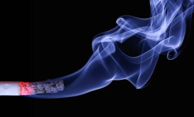 Se recomienda no fumar en lugares públicos por riesgos de contagio del COVID-19