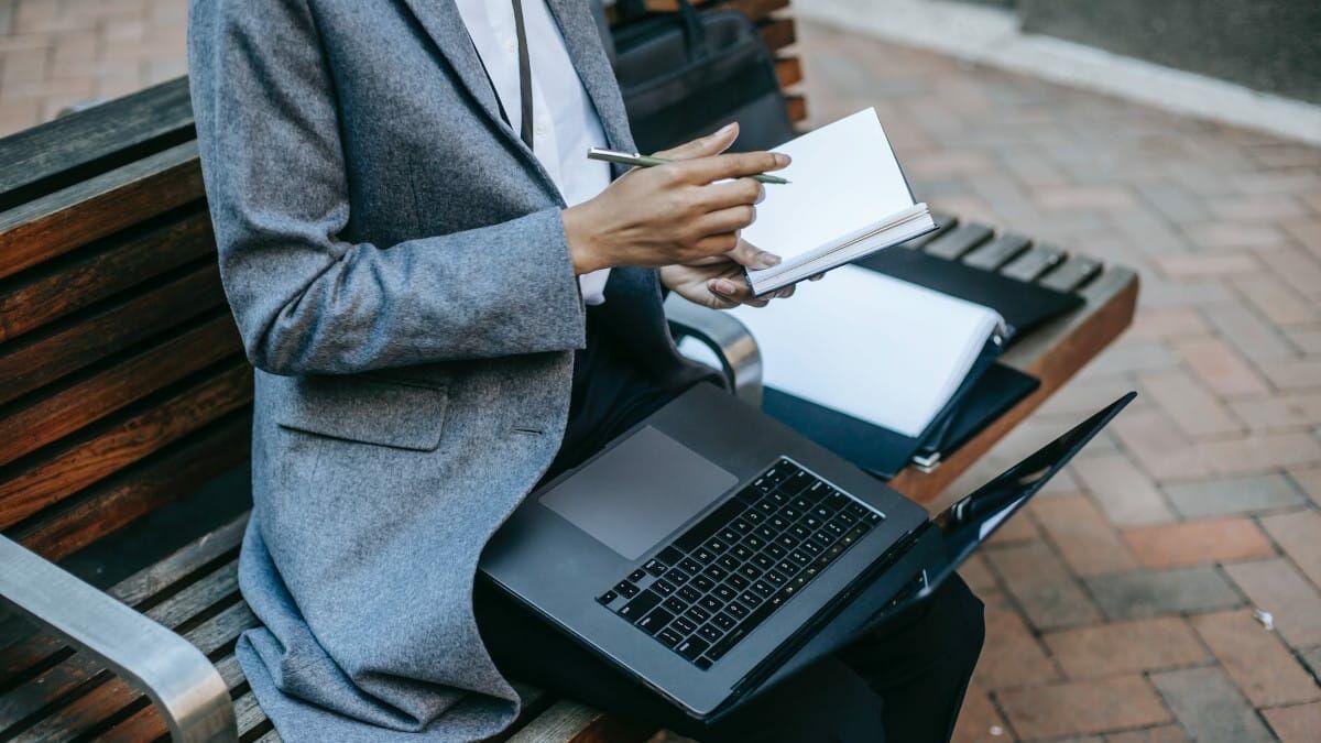 Mejor actividad cerebral al escribir en papel
