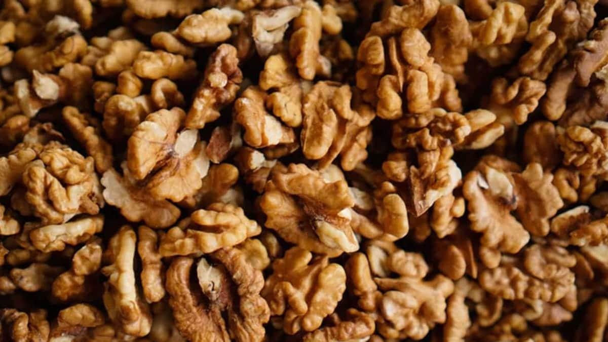 Comer nueces puede mejorar la salud cerebral en personas adultas