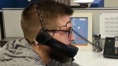 Utilizando un teléfono sin manos
